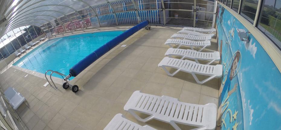 Profitez de la piscine couverte chauffée de notre camping de Normandie